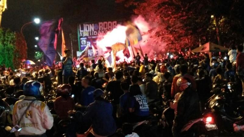 Rombongan Arema Disambut Konvoi di Malang