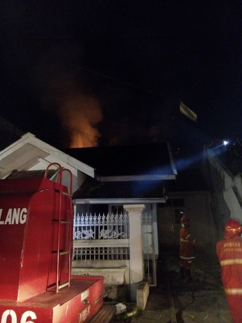 Pabrik Makaroni di Blimbing Kota Malang Terbakar Malam Ini