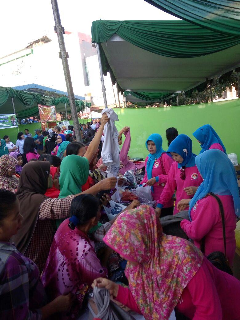 Stand PKK Kota Malang Dijubeli Kalangan Ibu-Ibu