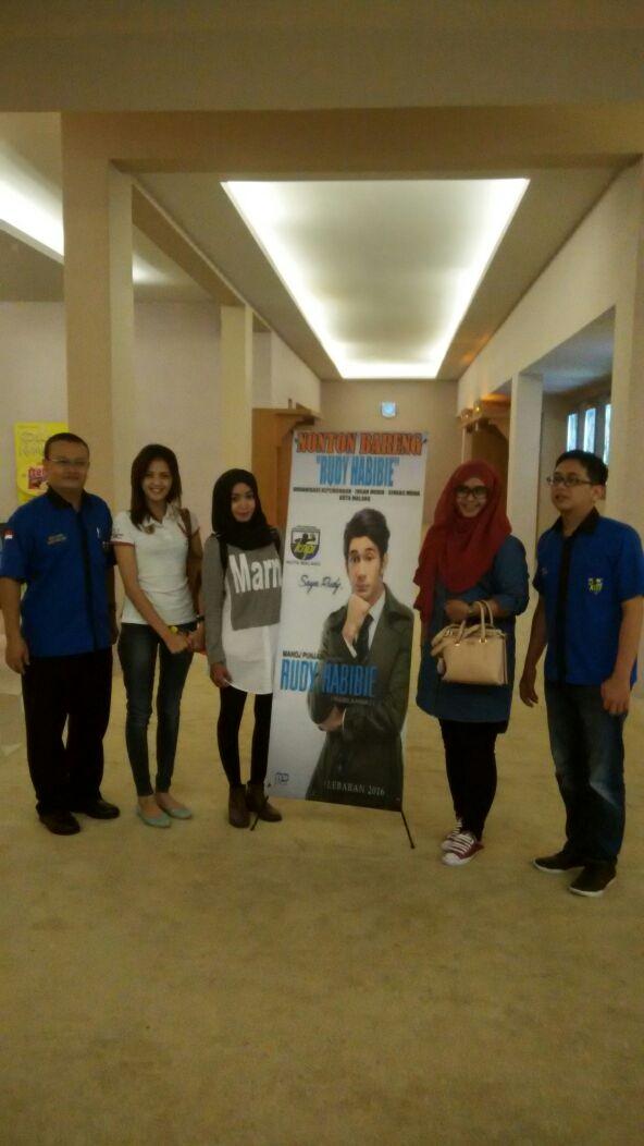 KNPI Kota Malang Gelar Nobar Film Rudy Habibi dan Santunan Anak Yatim