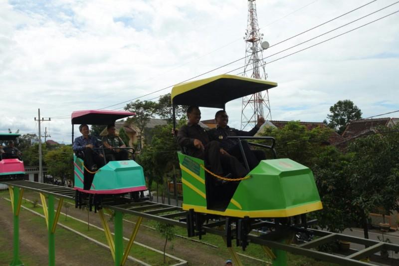 Wahana SkyBike Berikan Warna Wisata Bugar Baru di Taman Singha Merjosari