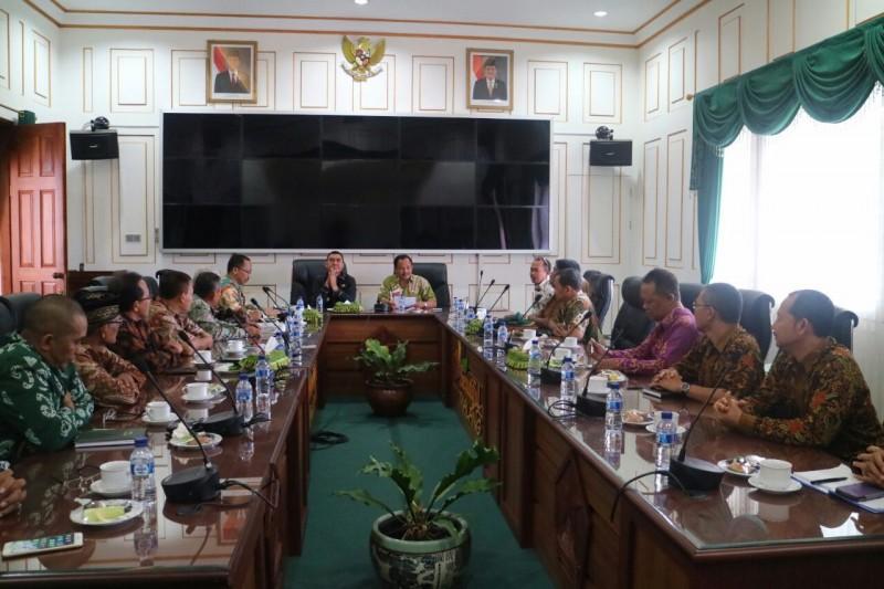Abah Anton Motivasi FMKS Kota Malang Untuk Terus Tingkatkan Prestasi