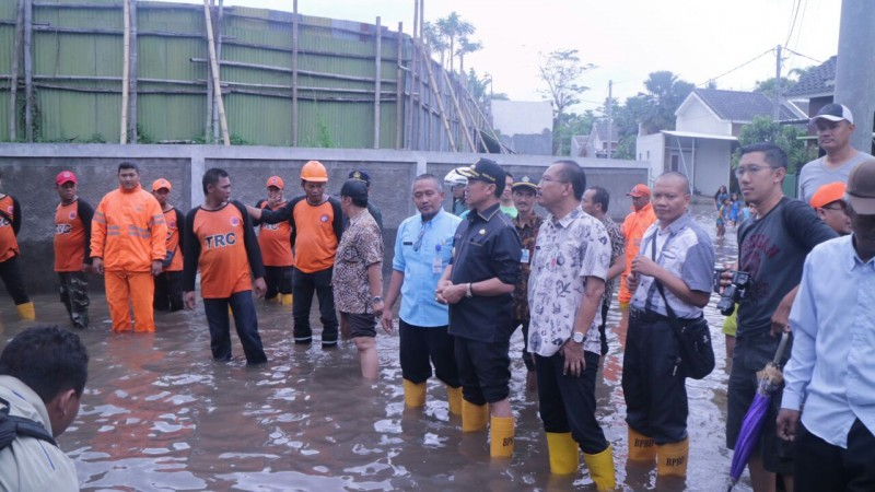 Abah Anton Sidak Banjir Di Kelurahan Pandanwangi