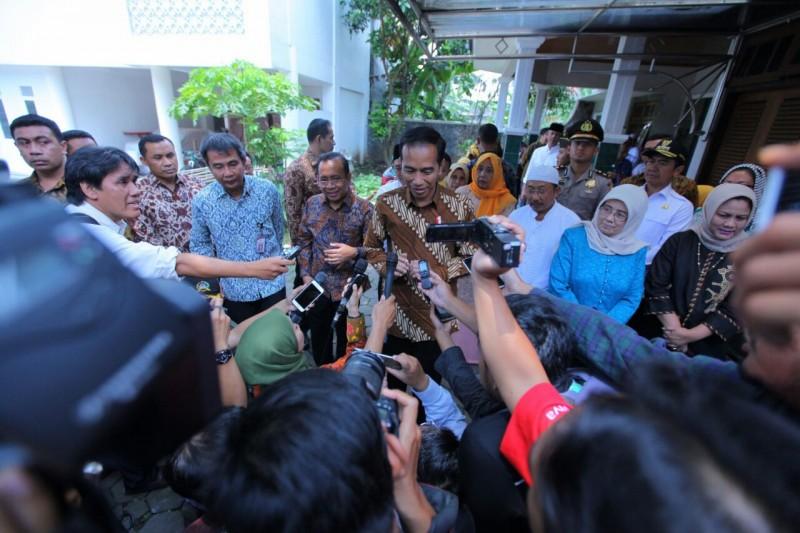 Jokowi Bezuk KH. Hasyim Muzadi di Ponpes Al Hikam