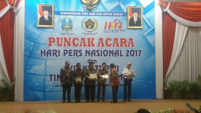 PWI Jatim Beri Penghargaan Kepada Ridwan Hisjam