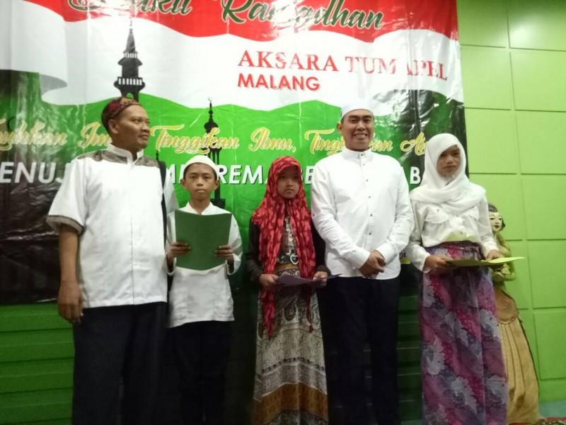 Abah Anton Hadiri Pemberian Santunan Bersama Komunitas Aksara Tumapel