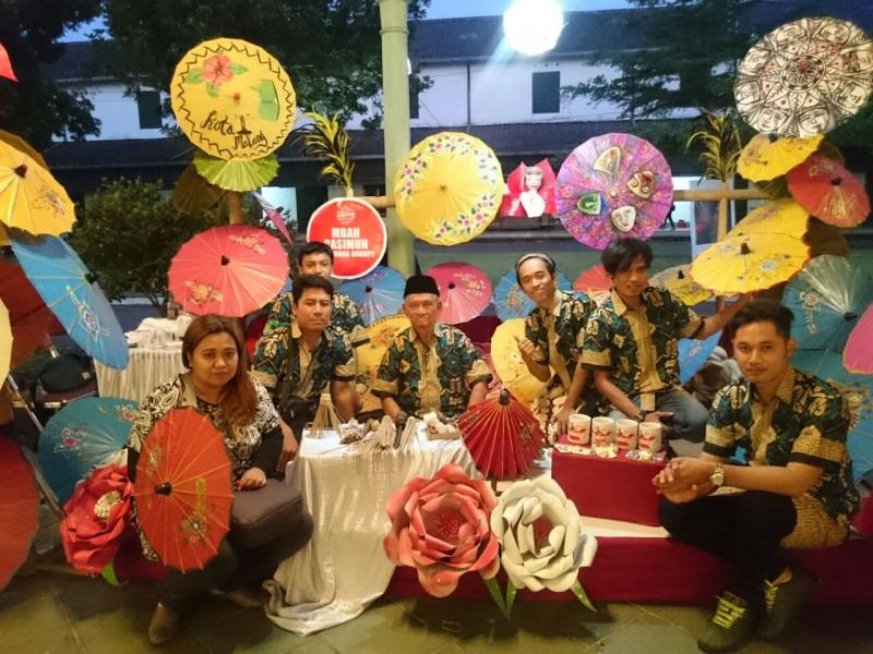 Mbah Rasimun Sang Maestro Seni Payung Kertas asal Kota Malang