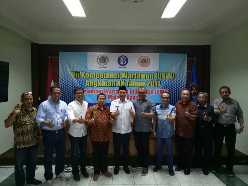 Abah Anton Tutup Prosesi UKW Angkatan XX Tahun 2017