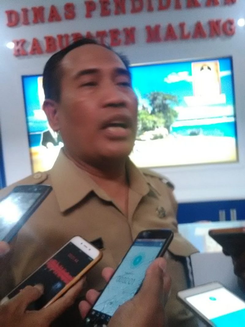 Delapan Lembar Dokumen dari Kantor Dinas Pendidikan Malang dibawa KPK