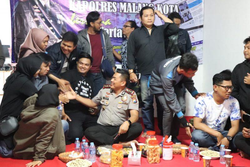 Kapolres Malang Kota Cangkrukan Santai Bareng Awak Media
