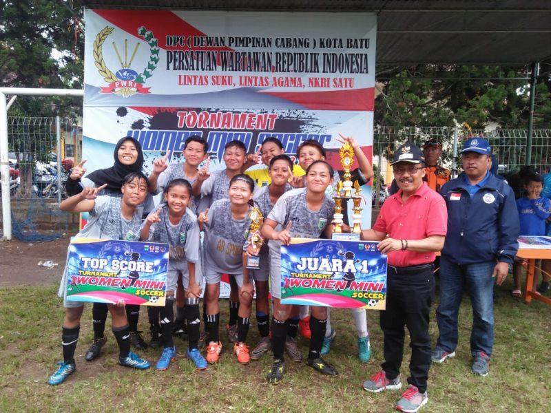 Taklukan Putri Kediri FC, Persikoba Putri FC Juarai PWRI Mini Soccer Cup