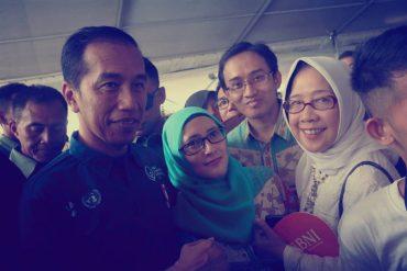 Joko Widodo Beri Penghargaan Guru SD 2 Negeri Dampit Kabupaten Malang