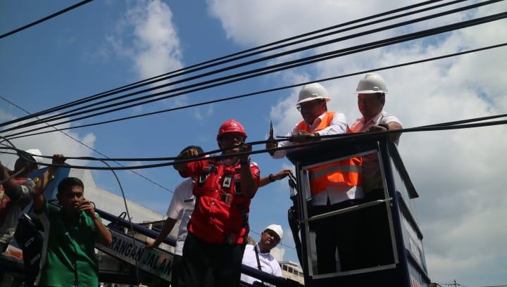Sutiaji Tertibkan Kabel – Kabel Bergelantungan di Sepanjang Jalan Borobudur