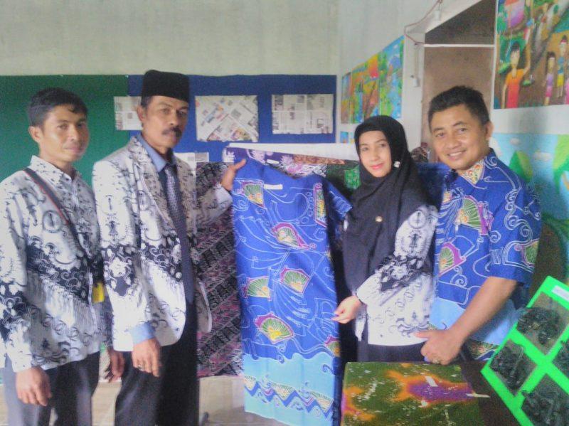 Kompak, dibawah Naungan PGRI Gelar Pameran Batik di Hari Guru