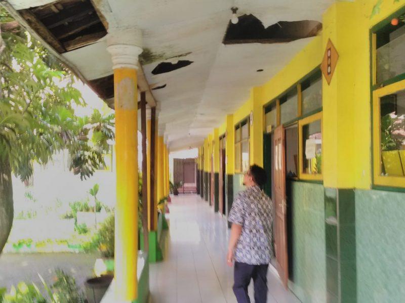Ruang kelas SDN Ketindan 5 Rusak Parah Dan Membahayakan siswa saat PBM