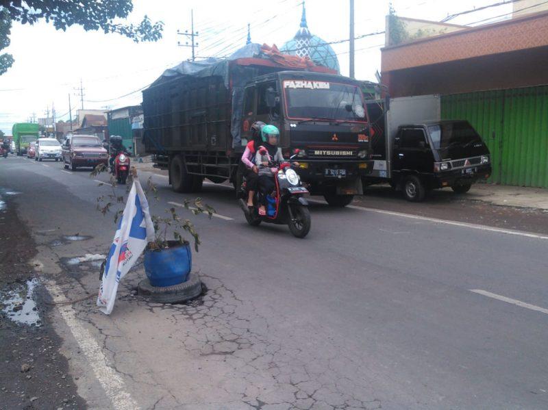 Jalan Raya Rasa Makadam Mulai Kebonagung sampai Kepanjen kabupaten Malang