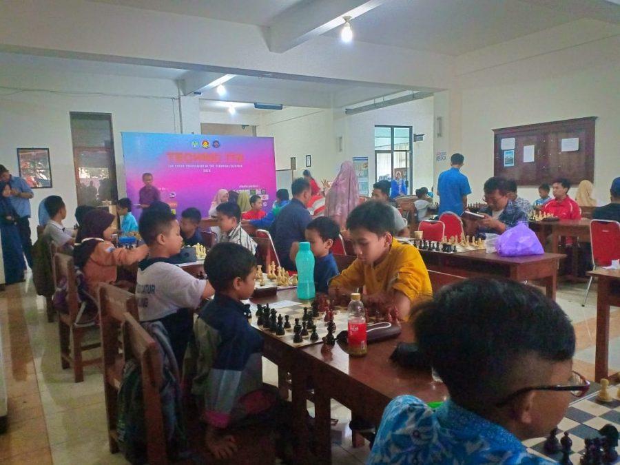 Masyarakat Antusias Ikuti Olah Raga Asah Otak di ITN Malang