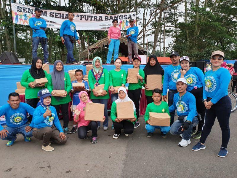 Proyek Nata Agung Bagikan Ratusan Door prize dan Sembako Di stadion luar Kanjuruhan Malang