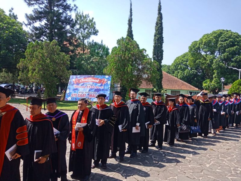 Babinsa Bandulan Hadiri Wisuda Sekolah Tinggi AlKitab Nusantara Kapel (STAN) Ke 41