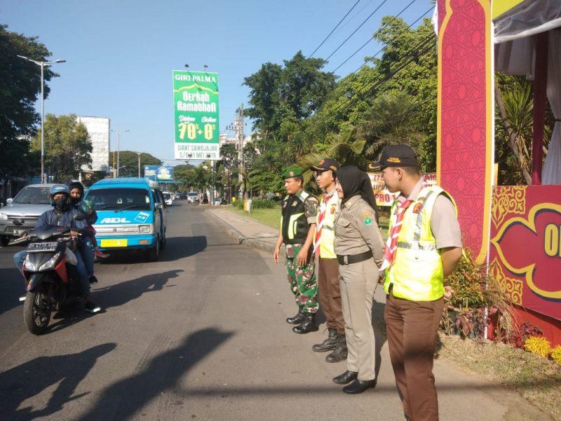 Personel Kodim 0833 Kota Malang Berikan Keamanan dan Layanan Kepada Masyarakat