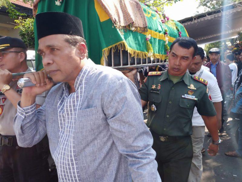 Danramil Blimbing Turut Melayat dan Ambil Peran Pemakaman Mantan Ketua DPRD Kota Malang