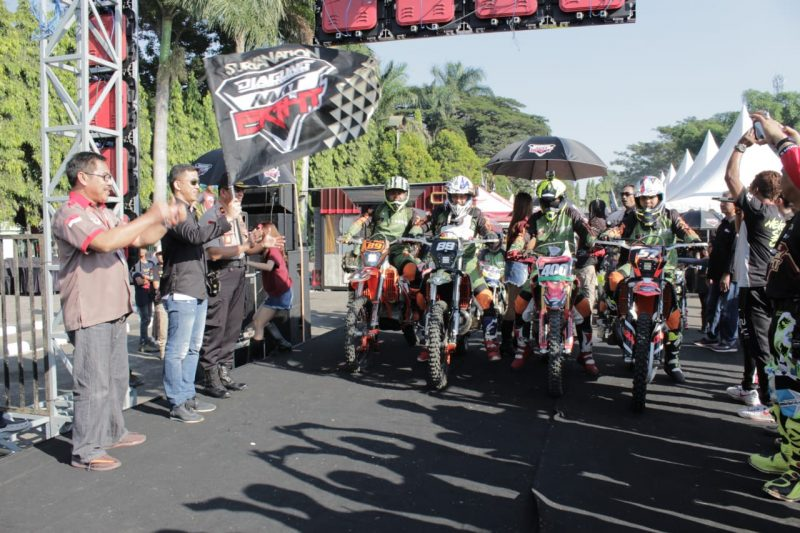 Dandim 0833 Berangkatkan Trail Adventure Indonesia Suryanation dan Djagung Factory Racing MAT Eight