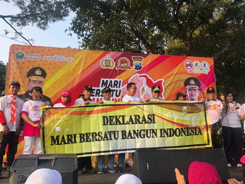 Olah Raga Bersama dan Deklarasi Mari Bersatu Bangun Indonesia di Car Free Day Kota Malang