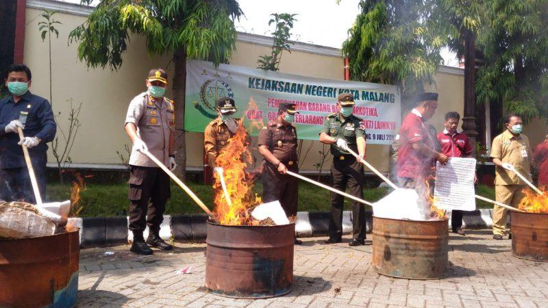 Ratusan Narkoba dan Ribuan Barang Terlarang dimusnakan di Kejari Kota Malang