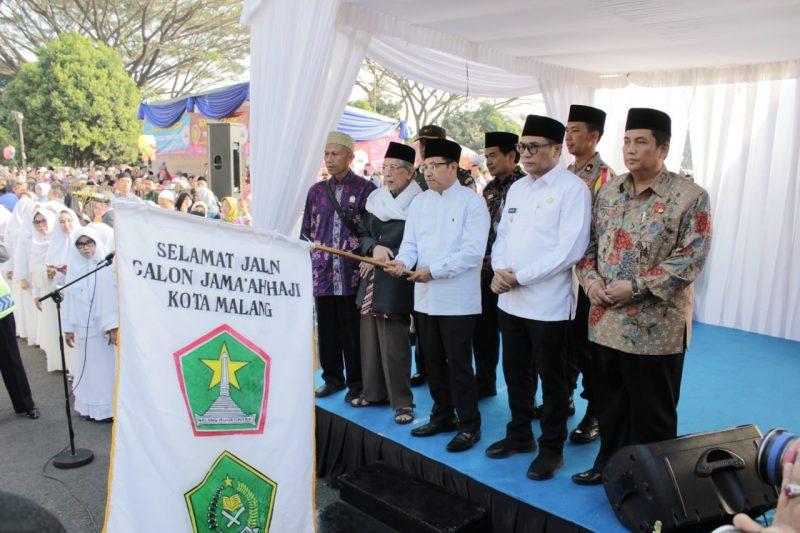 Kasdim dampingi Sutiaji Berangkatkan Calon Jemaah Haji Kota Malang Tahun 2019