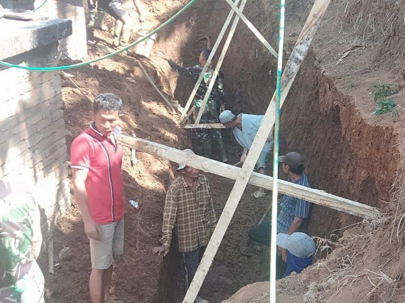 Satgas TMMD Bangun Tembok Penahan Lindungi Mushola Al Amin dari Longsor