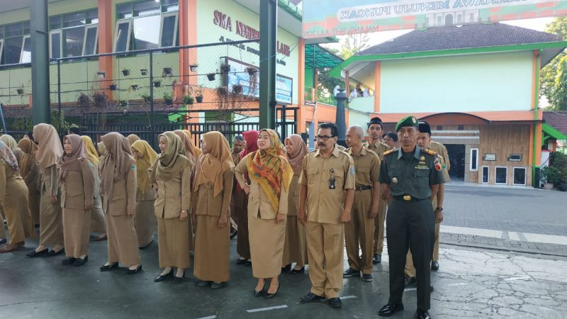 Danramil 0833/05 Buka MPLS di SMA 9 Malang