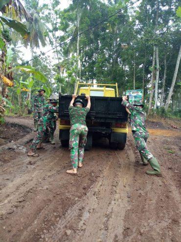 TMMD Bantu Warga Banyuwangi Melakukan Pembangunan Wilayah