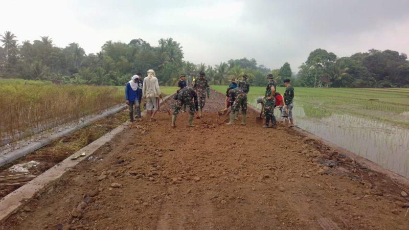 Setelah Renovasi RTLH Rampung, Seluruh Pasukan TMMD 105 Banyuwangi Fokus Pembangunan Jalan