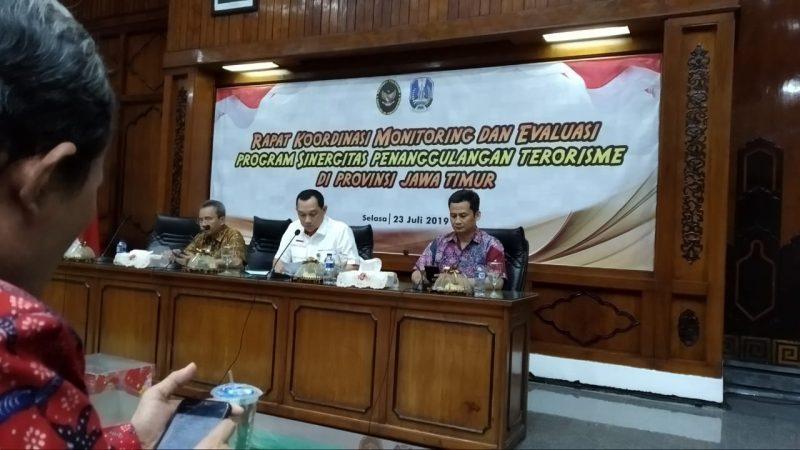 Pasiintel Kodim 0833/Kota Malang Hadiri Rapat Koordinasi Monitoring dan Evaluasi Program Sinergitas Penanggulangan Terorisme di Jawa Timur