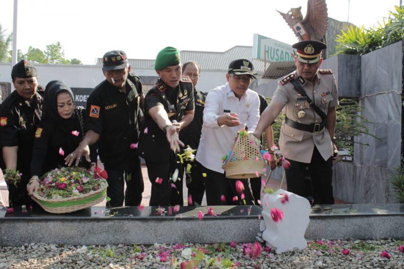 Dandim 0833 Ikuti Ziarah dan Tabur Bunga Pada Peringatan 72 Tahun Pertempuran TRIP Jatim
