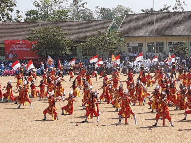 Ratusan Siswa SMPN 1 Kasembon Meriahkan HUT RI ke 74 dengan Menggelar Tari Bapang Massal