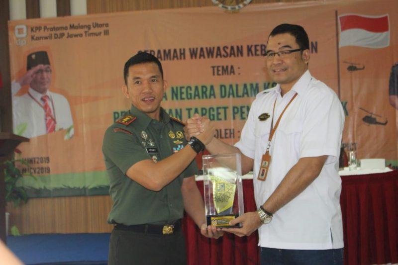 Dandim 0833 Berikan Wasbang di Kantor Pajak Malang Utara
