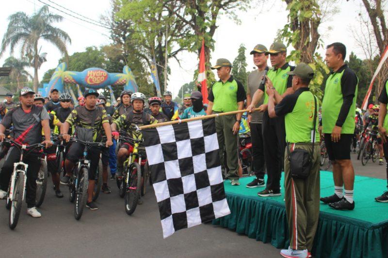 Pangdam V Brawijaya Ajak TNI Polri dan Masyarakat Jalin Kerukunan Dalam Gowes