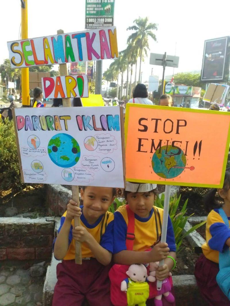 Ratusan Siswa SDK Santa Maria 3 Kampanyekan Stop Plastik