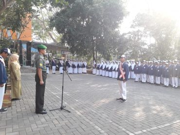 Babinsa Ajak SMP PLUS AL-KAUTSAR Kota Malang Cintai TNI