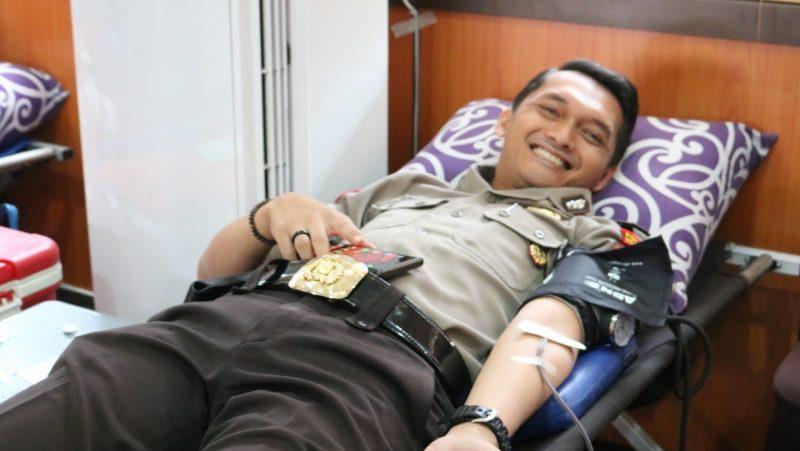 Sambut HUT Lalu Lintas ke-64, Kodim 0833 Meriahkan Donor Darah Satlantas Polres Malang Kota