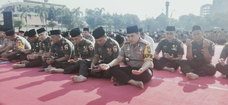 Dandim 0833/Kota Malang Ikuti Istiqosah dan Doa Bersama Untuk Indonesia Damai di Mapolda Jatim