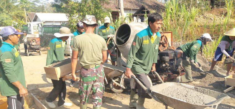 Satgas TMMD 106, Kerjakan Pengerasan Jalan Desa Kedung Salam