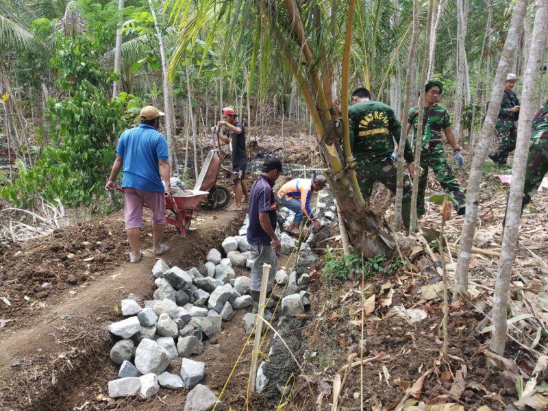 Satgas TMMD 106 KODIM 0818/ Wilayah Kabupaten Malang – Batu Bangun Irigasi