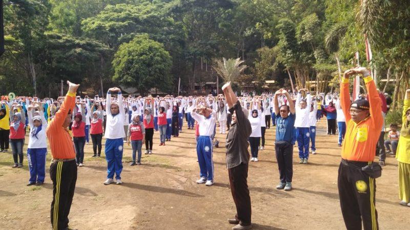 Ribuan Lansia Sehat dengan Terapi Kesehatan di Alam