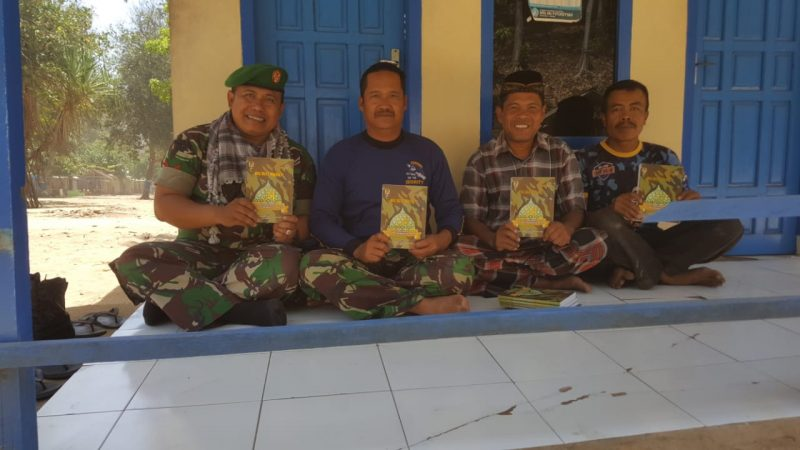 SatgasTMMD Kodim 0818 Berikan Tali Asih Buku Iqro untuk TPQ Al Hambaliah