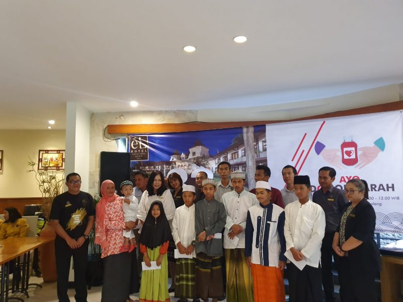 Peringati 33 Tahun eL Hotel Kartika Wijaya Batu Gelar Donor Darah dan Santunan