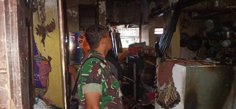 Babinsa Koramil Klojen Bantu Padamkan Rumah Kebakaran