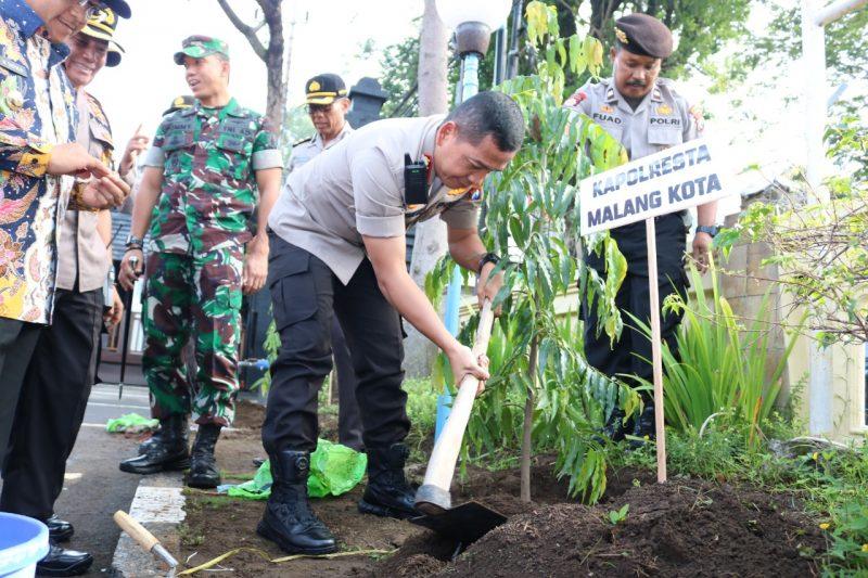 Apel Penanaman Pohon Dan Tasyakuran Kenaikan Pangkat Kapolresta Kota Malang