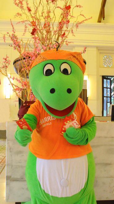 HARRIS Hotel & Conventions Malang Berikan LUCKY HANGBAO di Tahun Baru IMLEK 2020